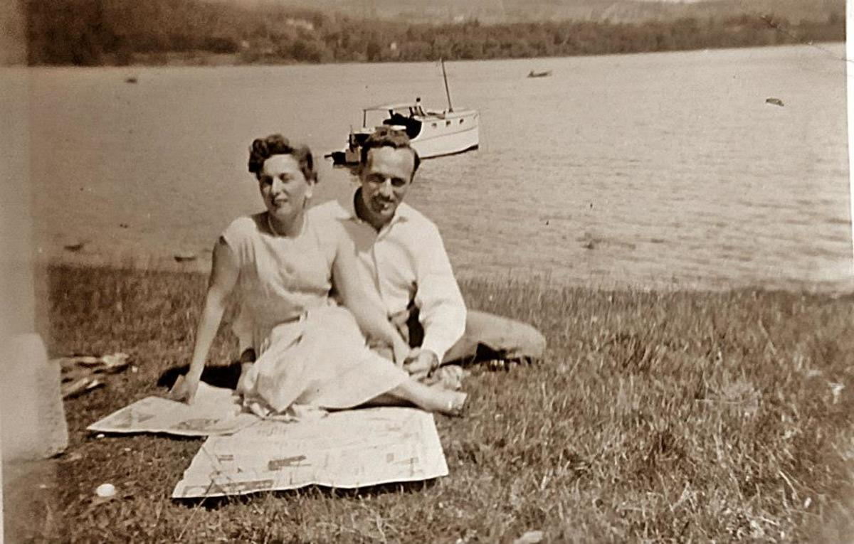 Mum and dad in their late 20s, when they were courting.