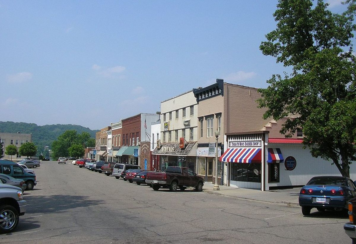Modern downtown Carrollton, Kentucky, with Ohio River Valley in background