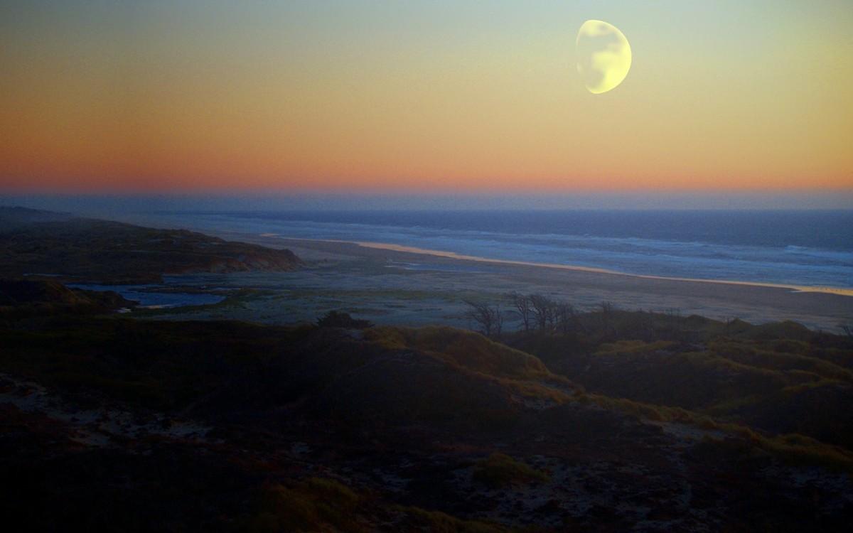 Moonrise on Buzby Beach Island