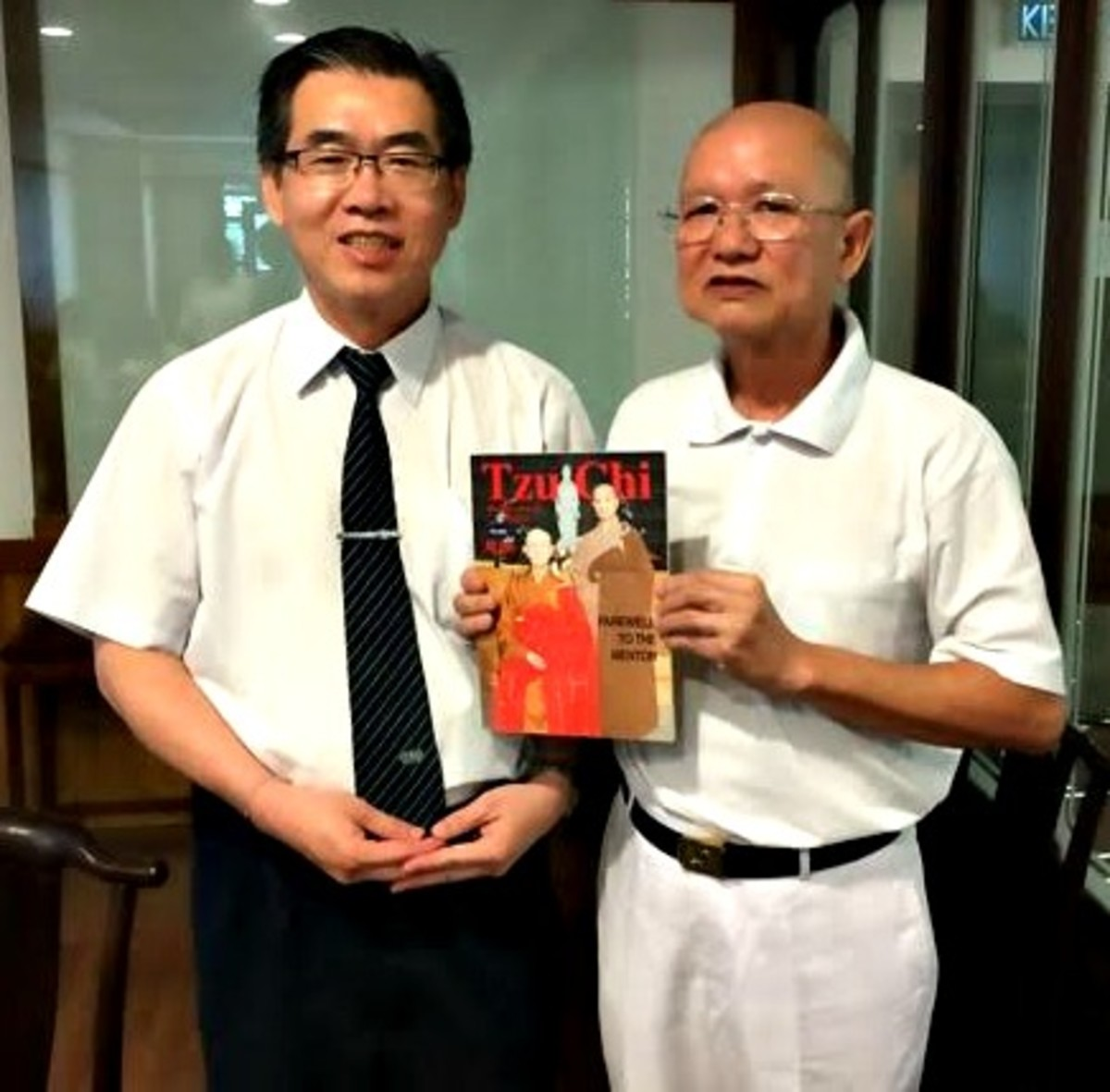 Good Guy with Tzu Chi Brother Minghai.  It was at his office 10 years ago that I read this particular Magazine. Photo taken recently on Nov 19, 2016 at the Tzu Chi's Penang Center.