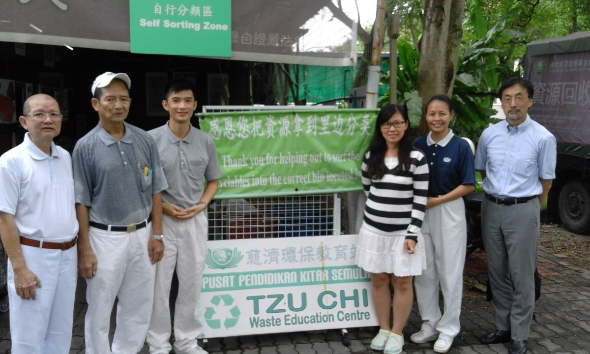 Good Guy at the local Tzu Chi Recycling Education Center. Good Guy with visitors from a Japanese University (On the right is Prof. Murayama of Tokyo Inst of Technology)