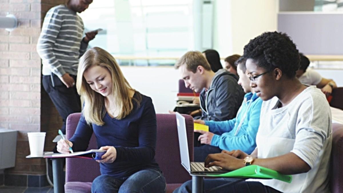 University-students-using-computer lab