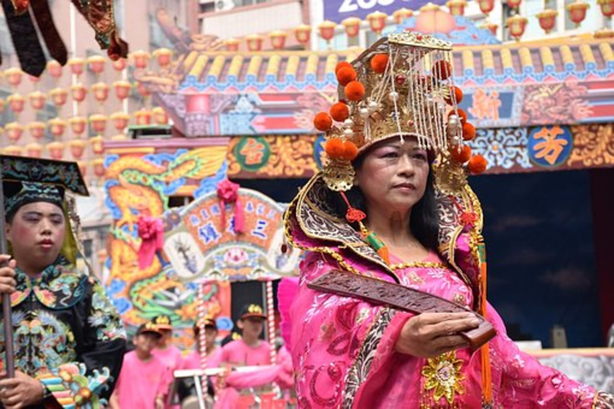 Traditional Taiwan Dress