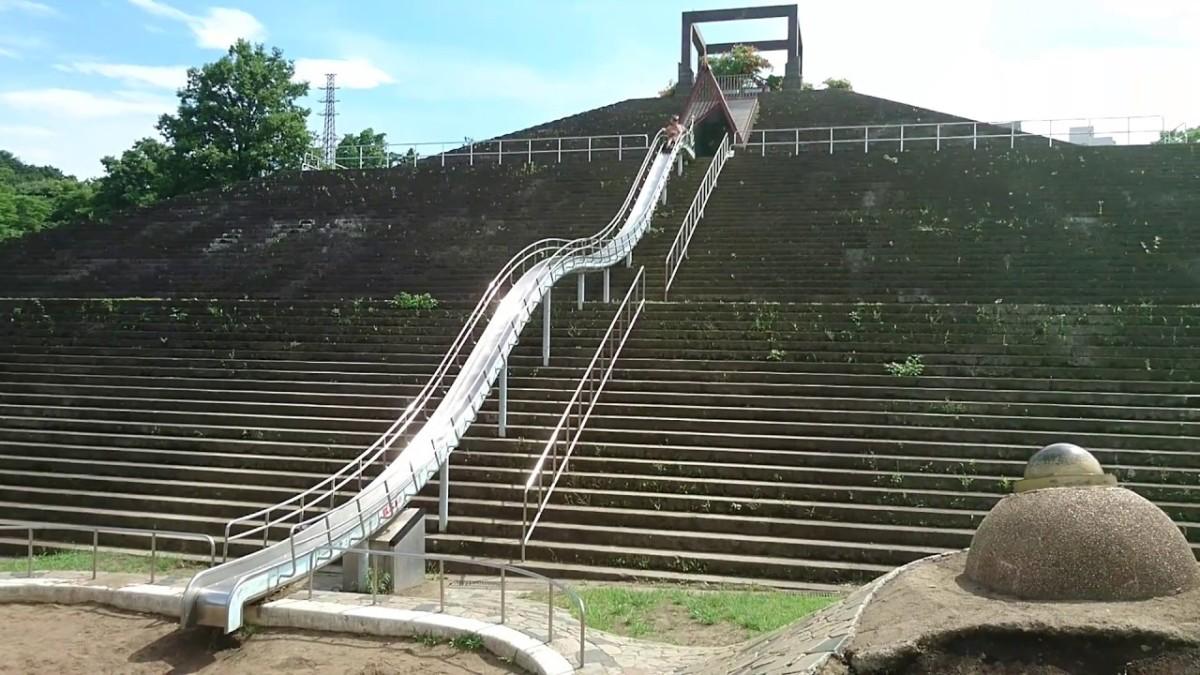 Akibadai Park's pyramid and Dragon Slider slide.