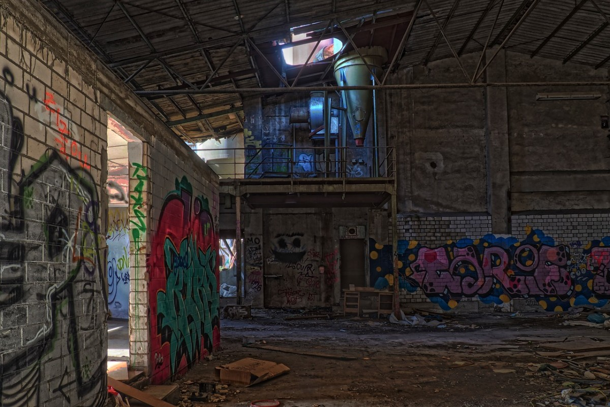 Abandoned warehouse Image by Michael Gaida from Pixabay