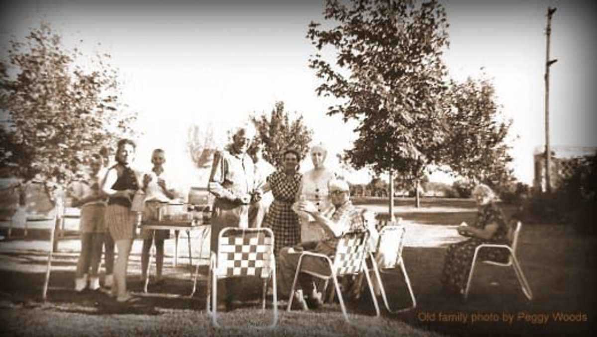 Old family photo with aluminum lawn chairs in the mix