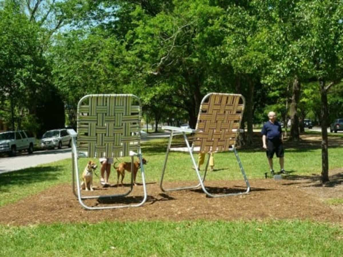 Super-sized aluminum lawn chairs by artist Paul Kittelson