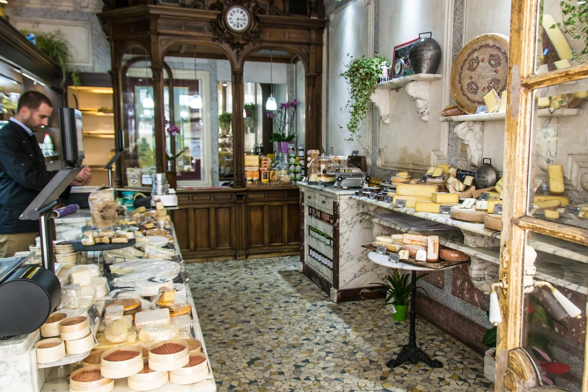 A Paris Cheese Shoppe: Image by Gerhard Bögner from Pixabay