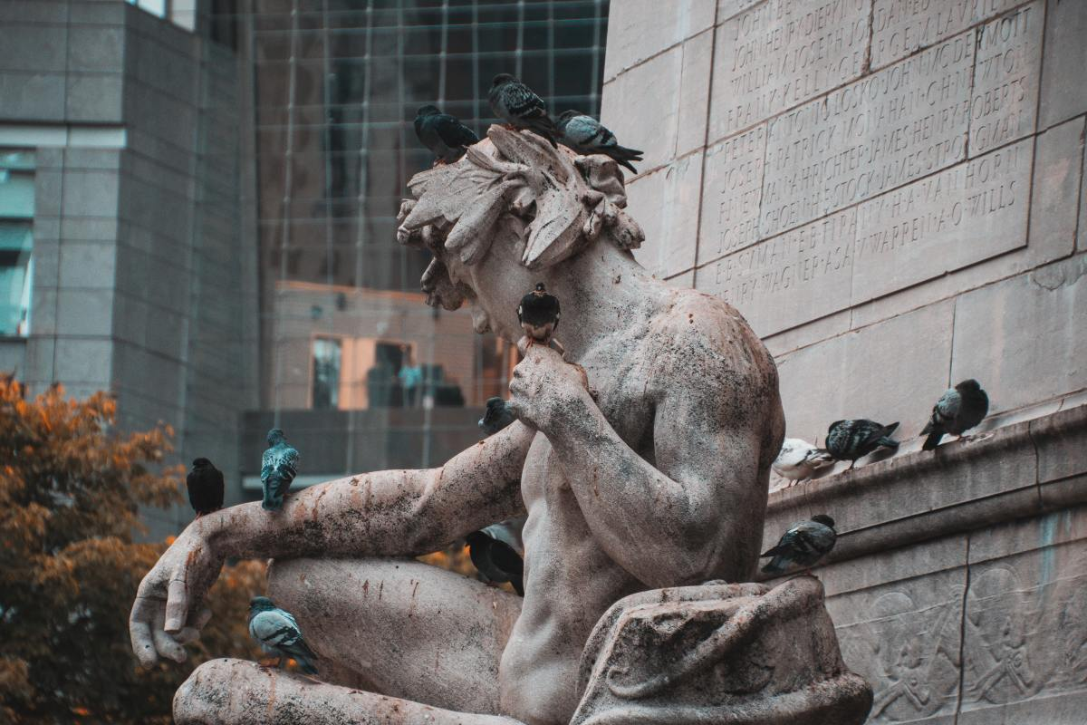 Statue with pigeons: Photo by Matthis Volquardsen from Pexels
