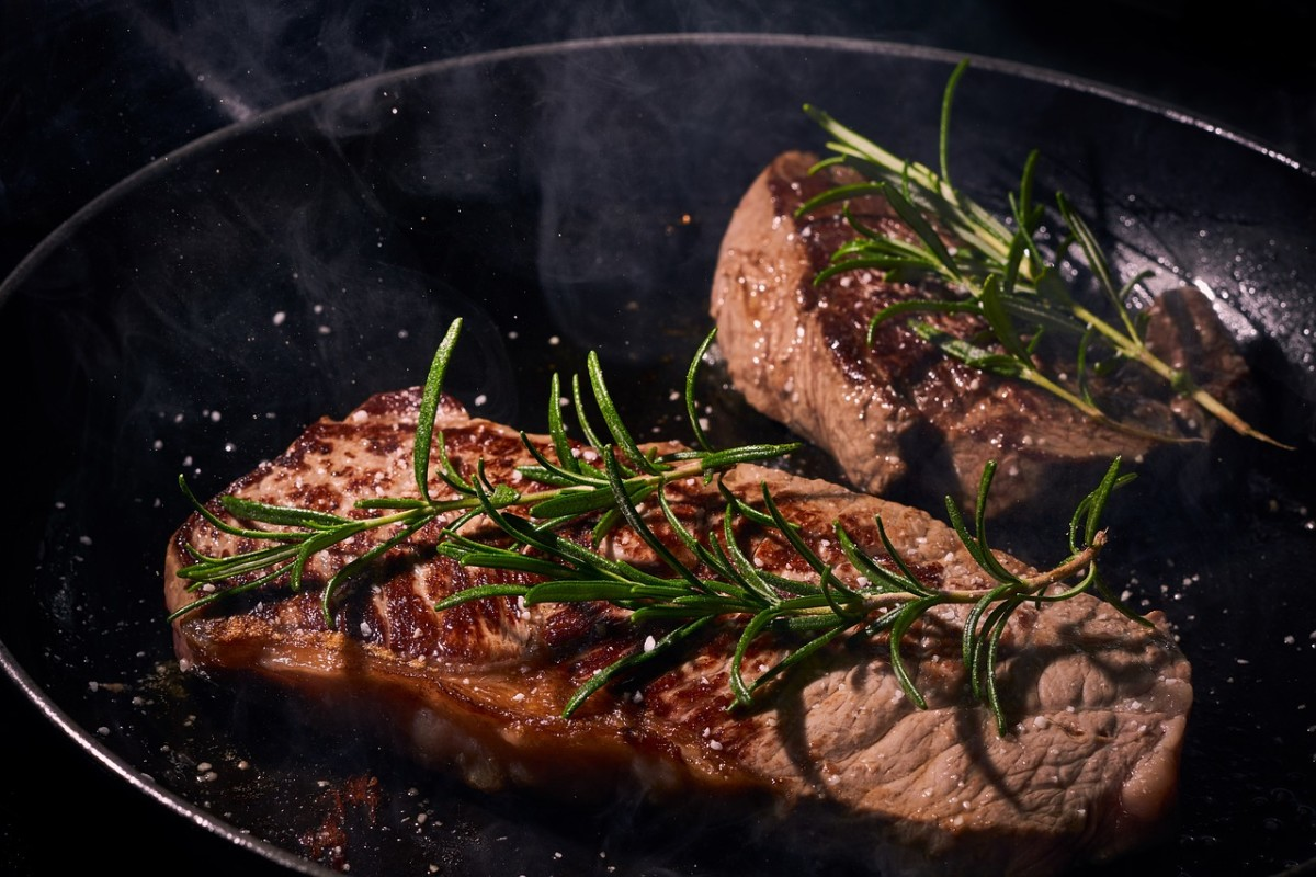 Steak cooking: Image by Felix Wolf from Pixabay