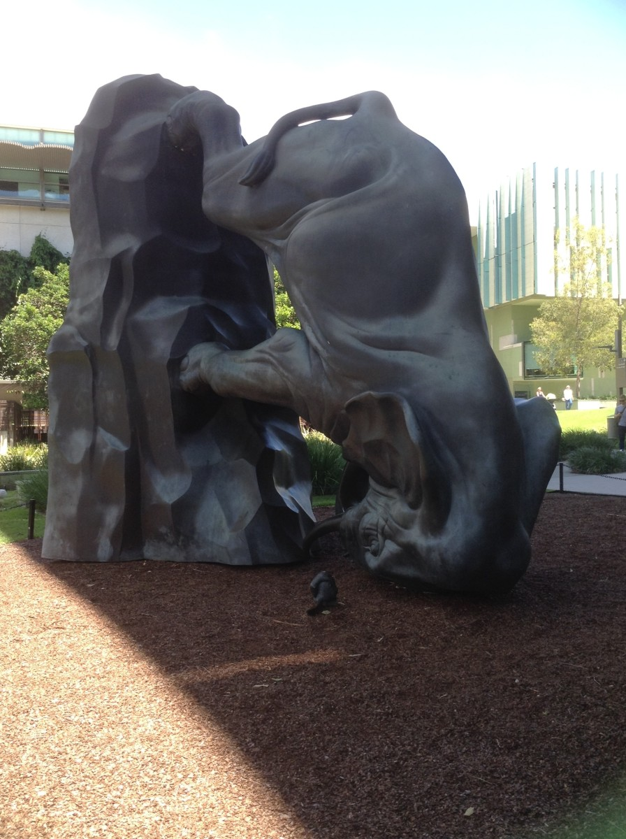 Michael Parekowhai's Elephant & Rat, known as 'The World Turns'