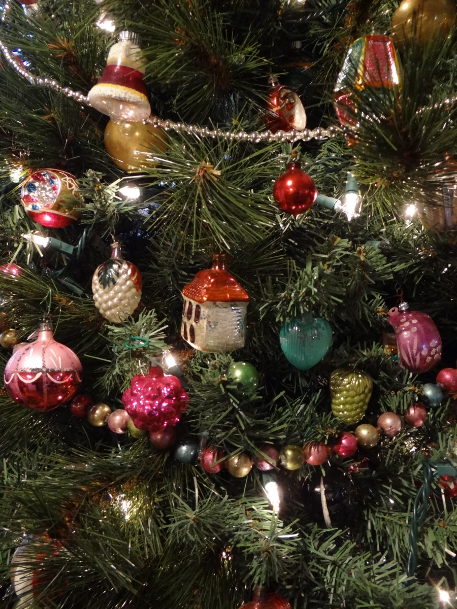 My daughter has many vintage baubles on her tree similar to the ones we had back in the 40s & 50s