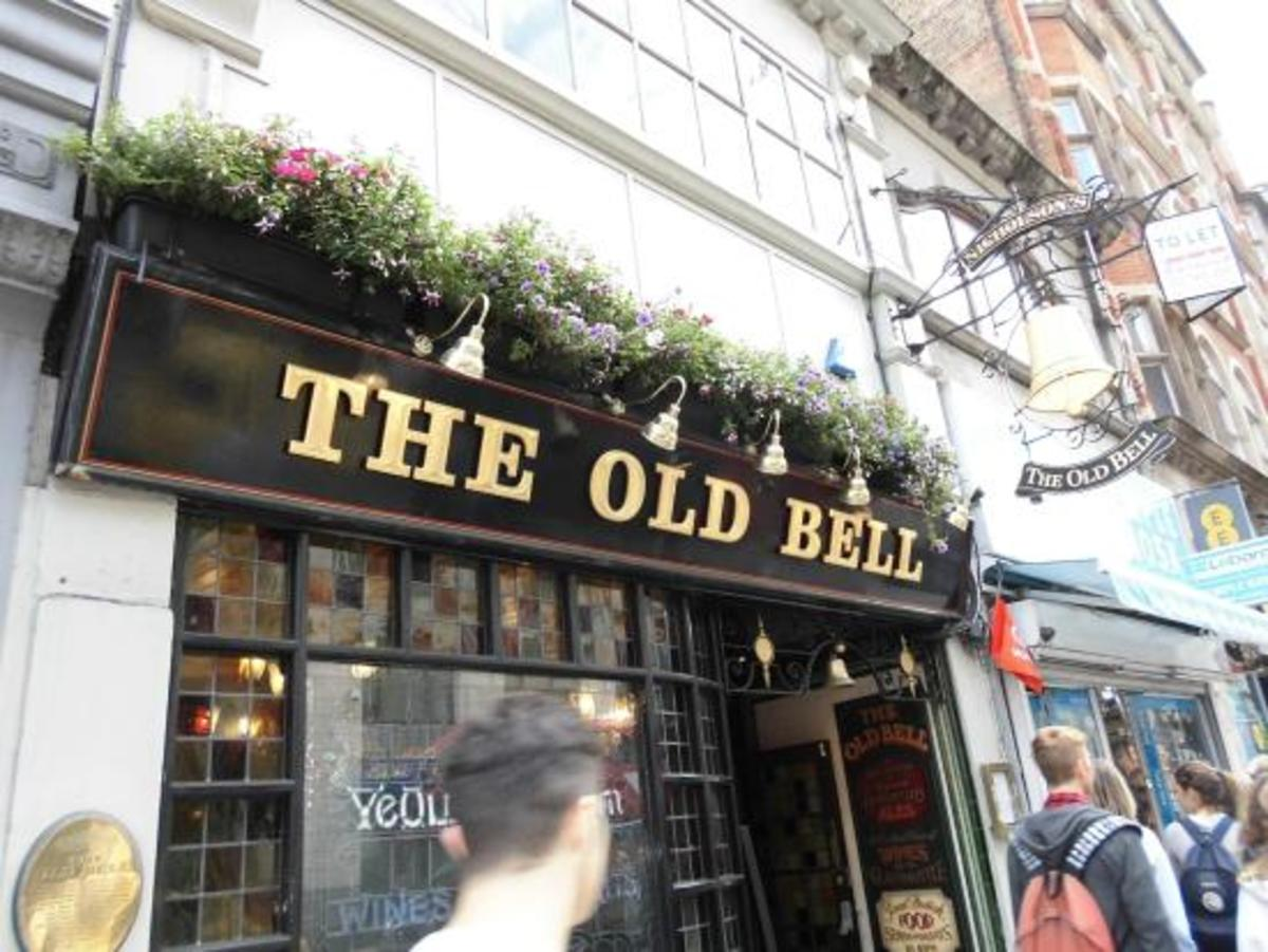 I went to 'The Old Bell Tavern' sometimes, where I saw (then) well known scribes Jon Akass and Keith Waterhouse deep in conversation. I stopped off recently on a search of Wren churches including nearby St Bride's