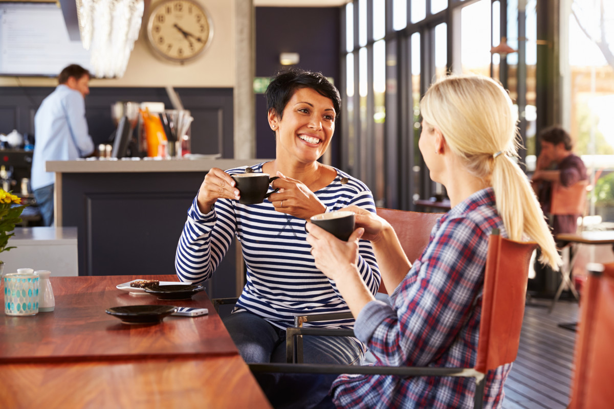 Wiki commons Two women in coffee shop