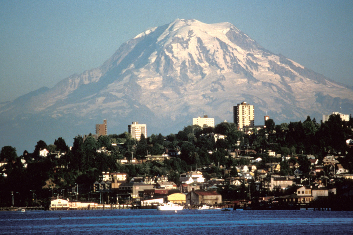The view of Mount Rainier from the city of Tacoma.