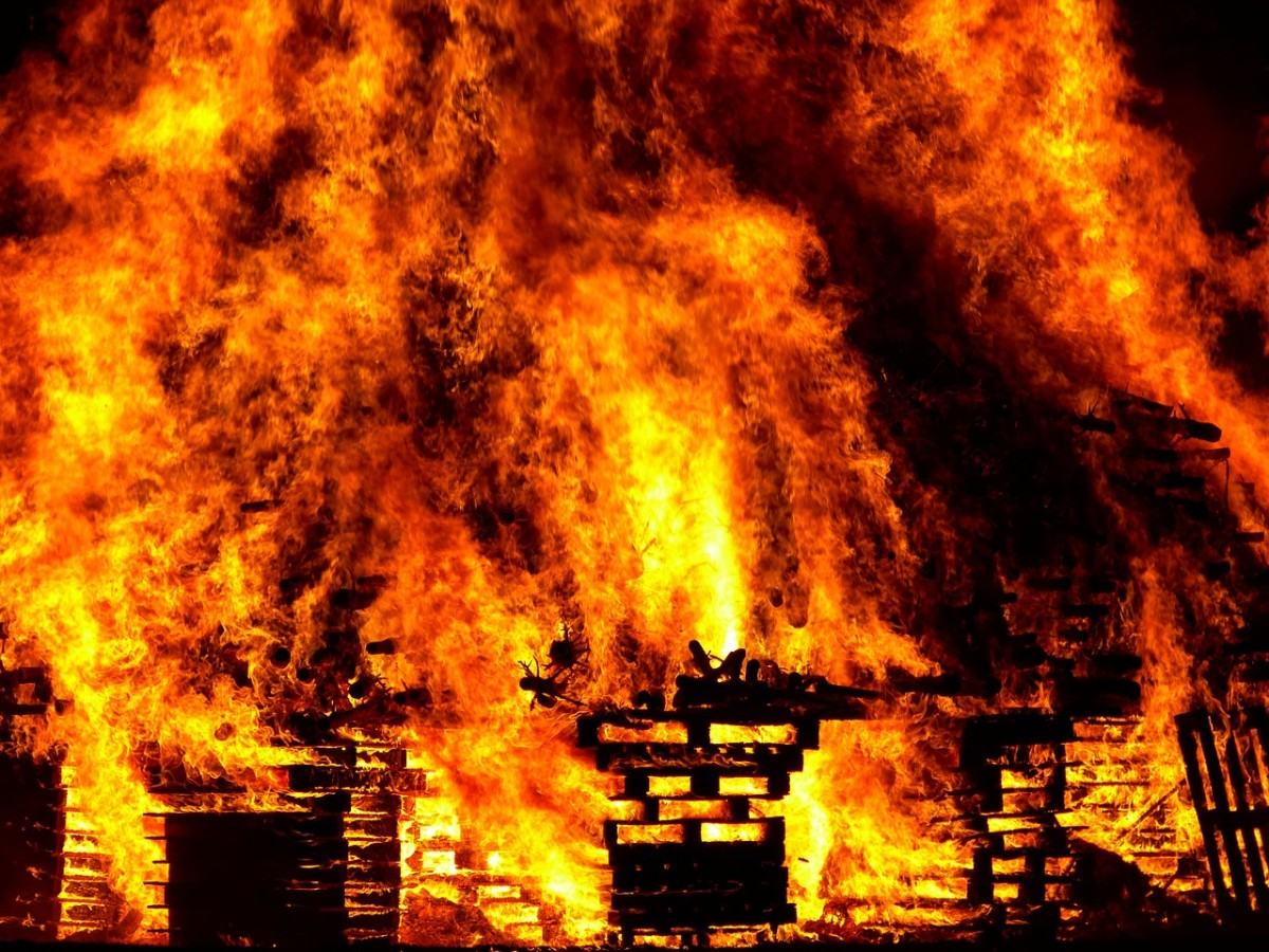 Entire houses, huts, granaries, barns, sheds, even gardens were on fire.