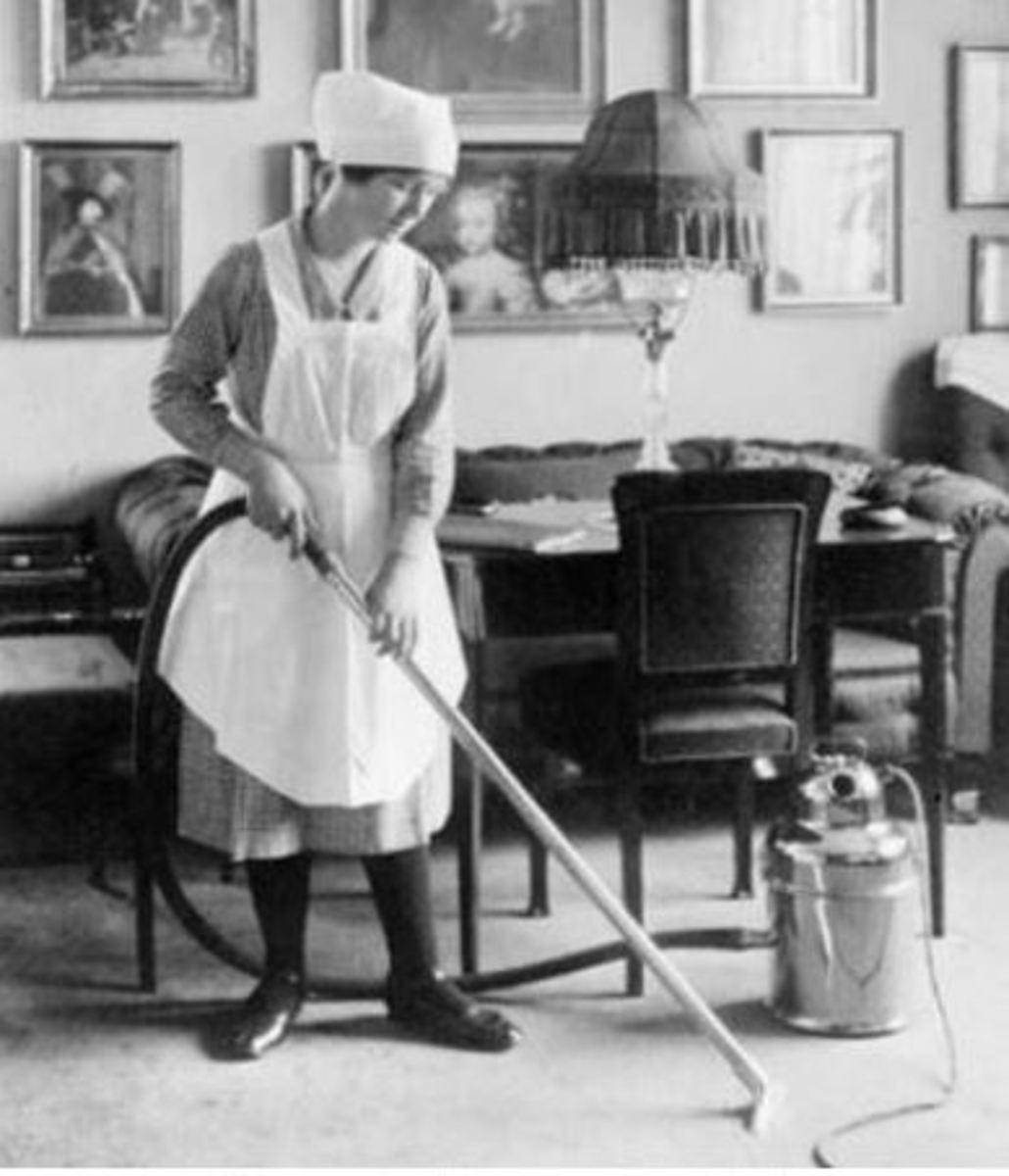 Housemaid cleaner – ca 1912