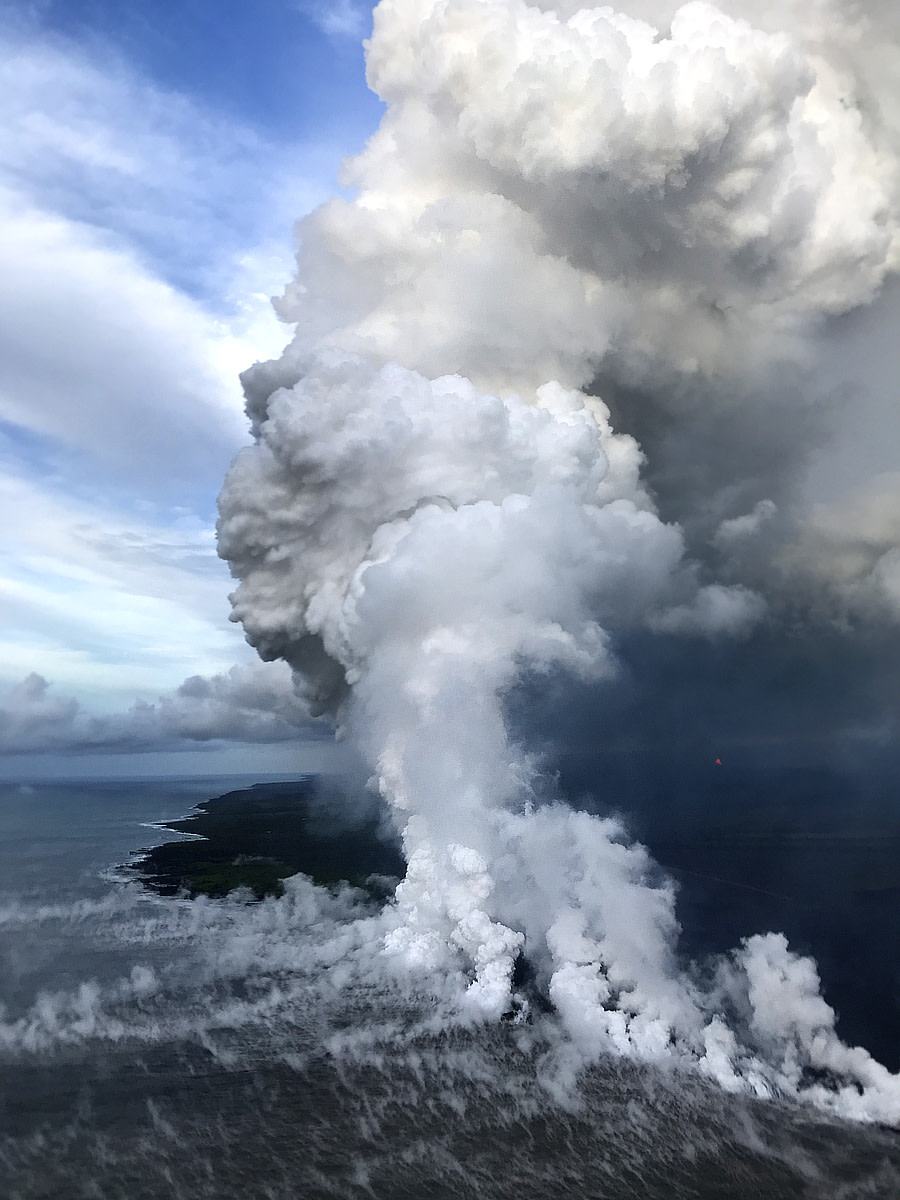 Large laze plume where lava continues to enter the ocean at Kapoho Bay on June 7, 2018. (Photo courtesy of USGS-HVO)