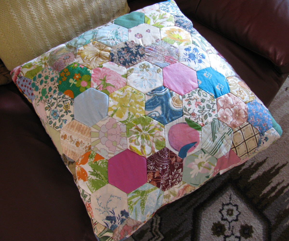 Mum's Patchwork Cushion: hexagons from dress material