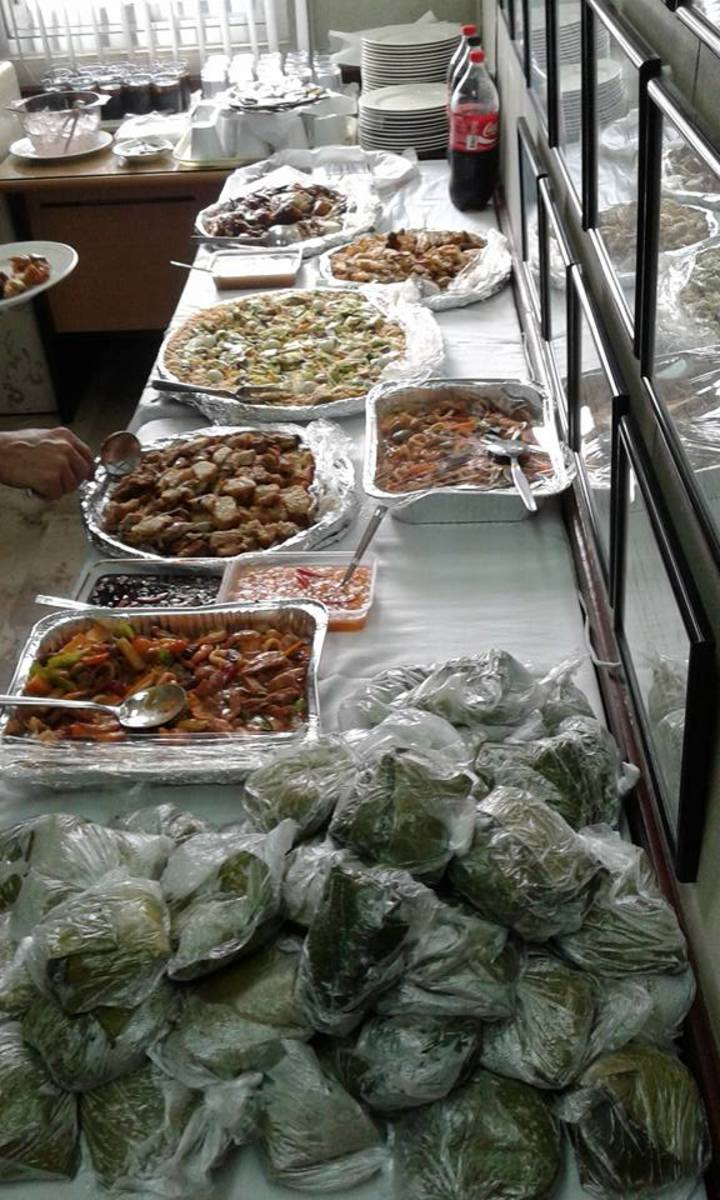 Foods served in a celebration I once attended. Many people would choose to be broke in January 2019 just to have something to impress their guests in the last few days of December.