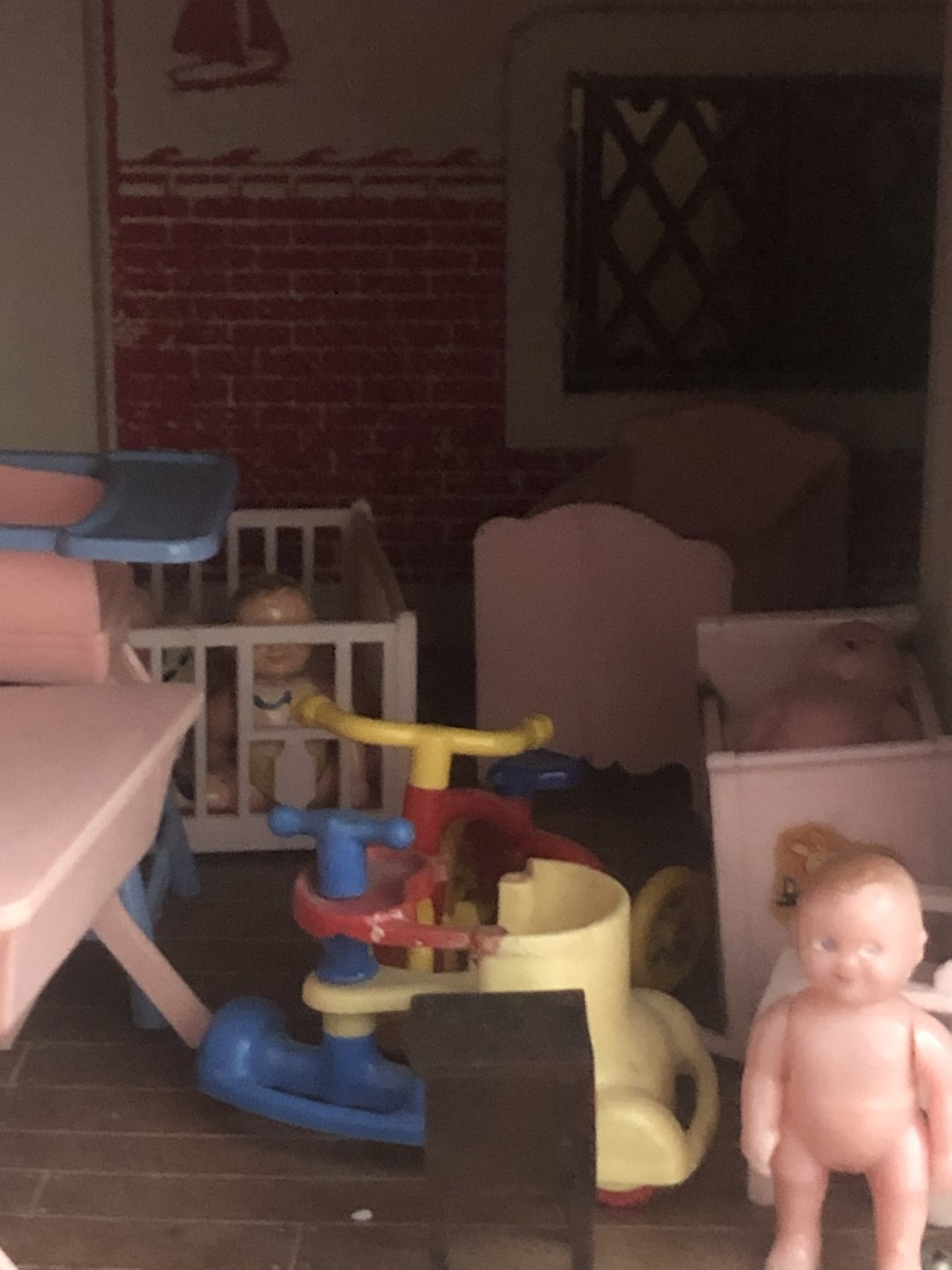 Renwall Dollhouse