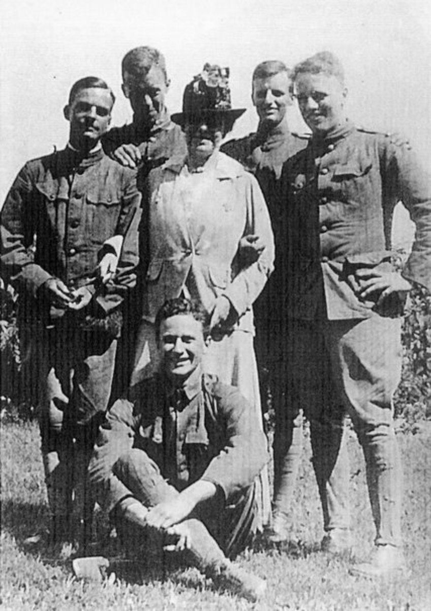 Edith Wharton at front with French soldiers during World War I