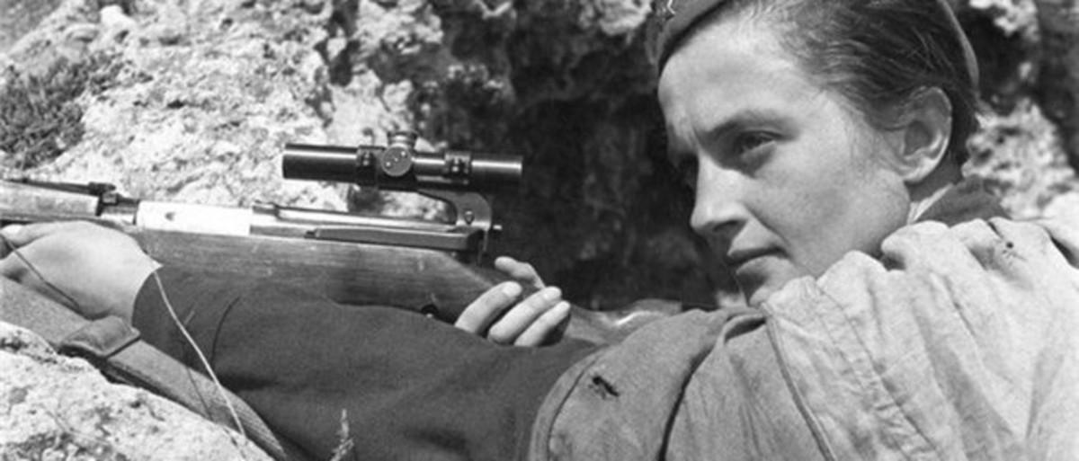 Lyudmila Pavlichenko in sniper position