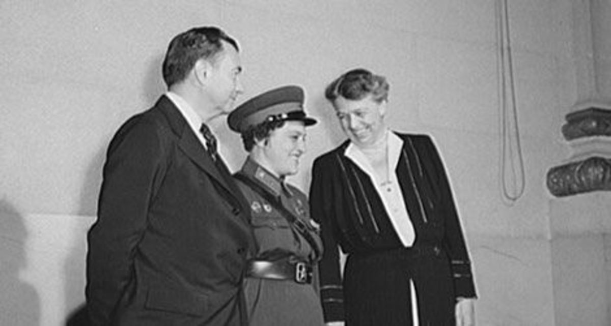 Lyudmila Pavlichenko with Eleanor Roosevelt and White House official