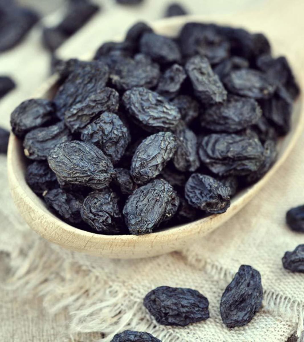 Black raisins are rich in iron and antioxidants.