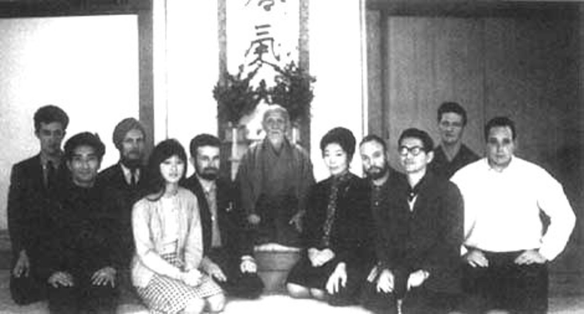 Ueshiba with a group of his international students at the Hombu dojo in 1967