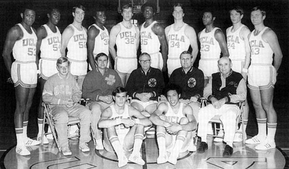 UCLA basketball team, 1970–1971, with Coach John Wooden