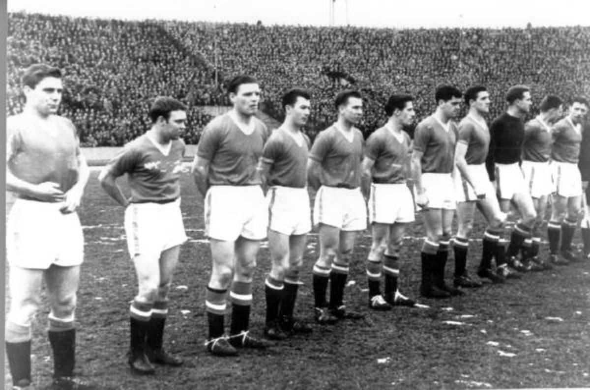 The Busby Babes line up in their final match against Red Star Belgrade.