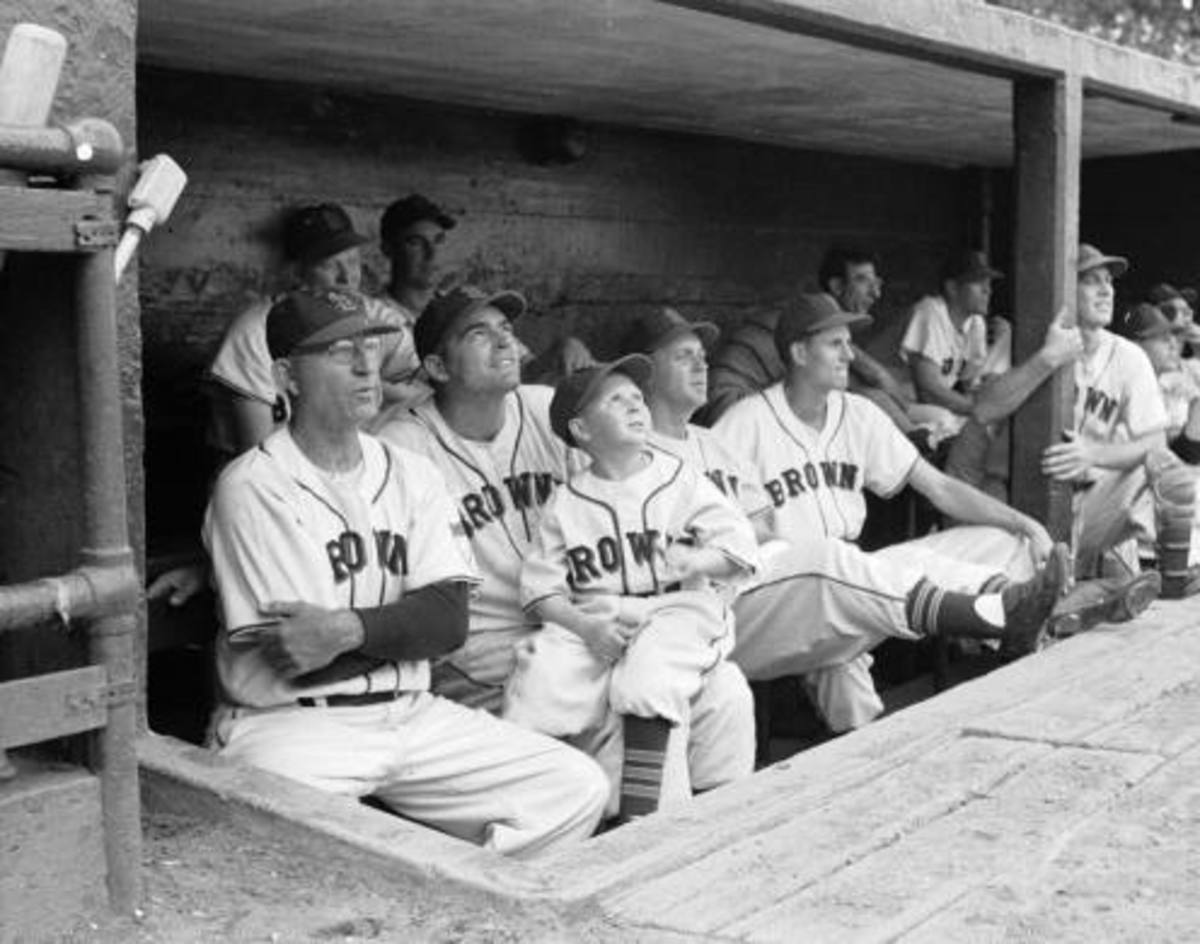 Eddie Gaedel with other St. Louis Browns players.
