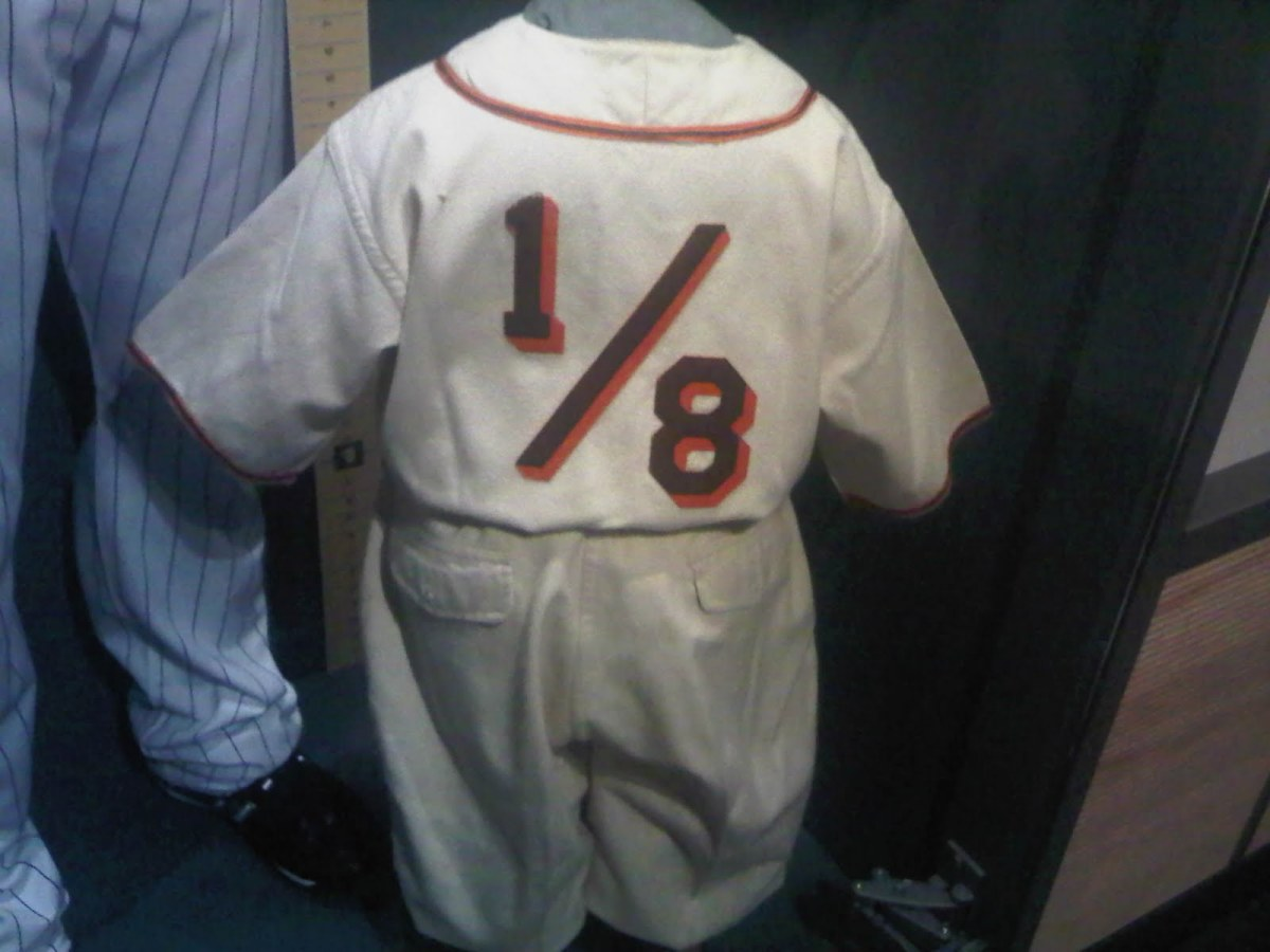 Uniform worn by Eddie Gaedel during game.