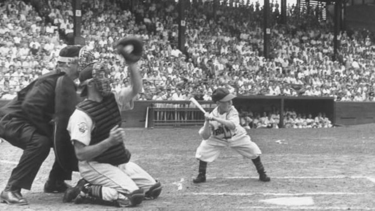 Eddie Gaedel batting during game.