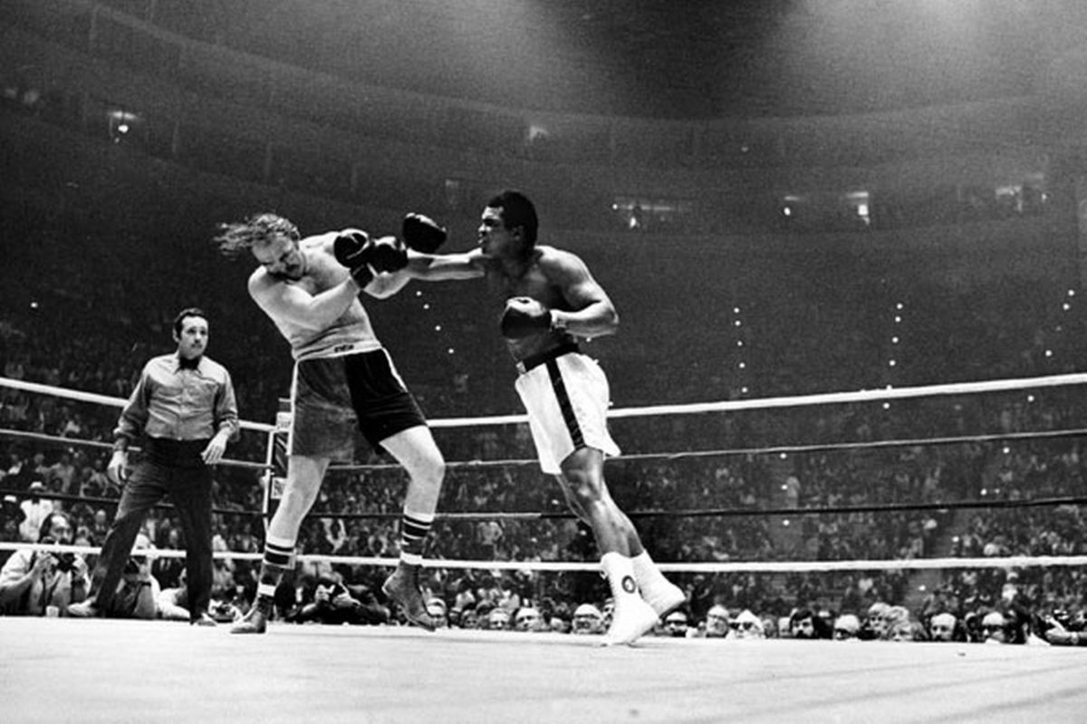 Ali Hitting Wepner during fight