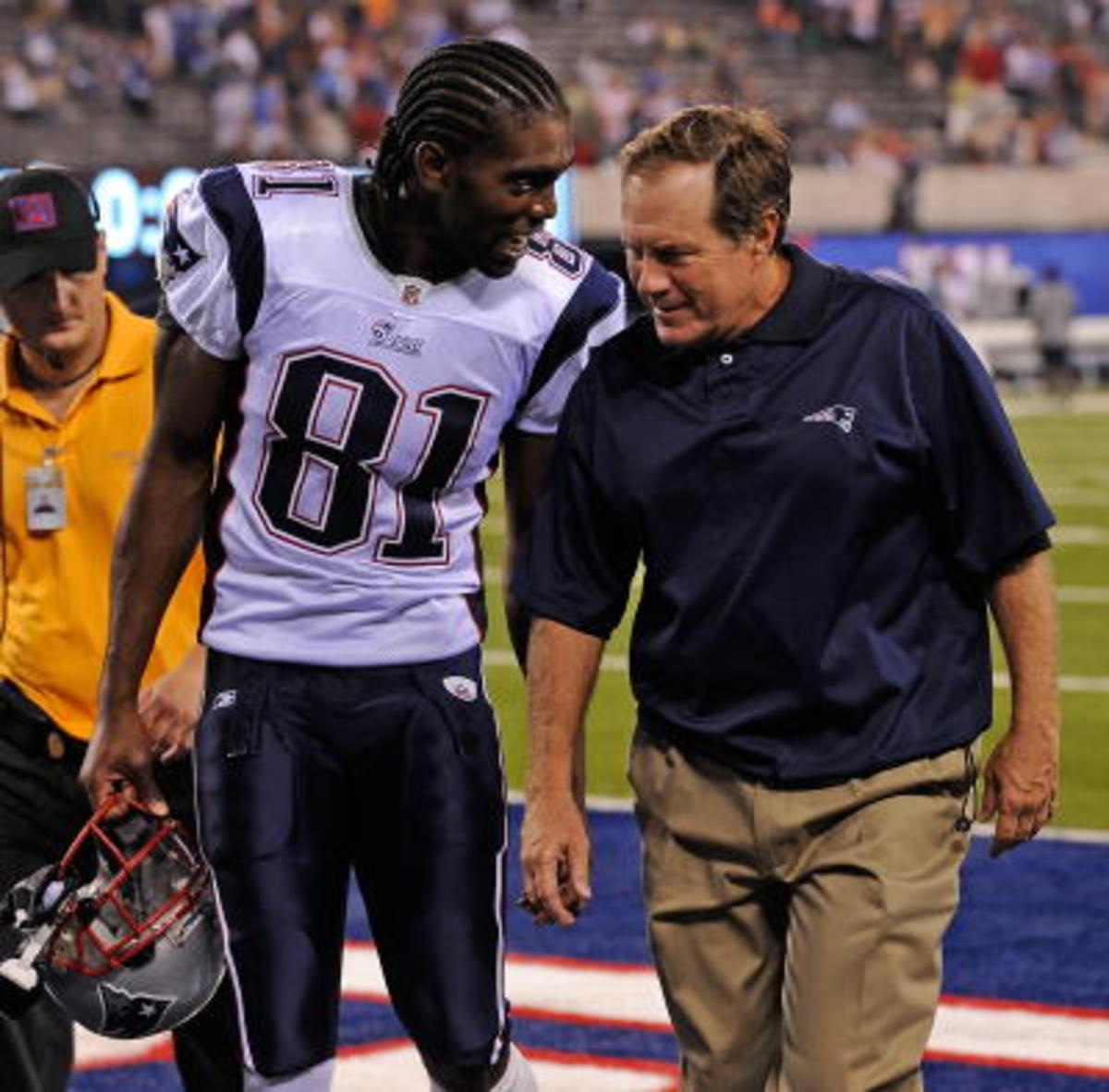 Bill Belichick talking to a Patriots player