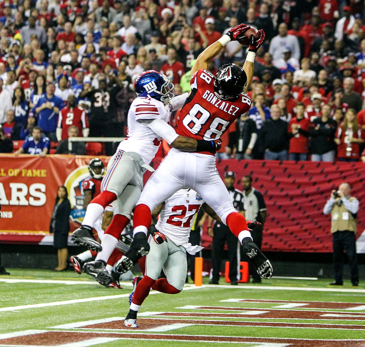 The tight end Tony Gonzalez is capable of catching the ball and blocking for teammates.