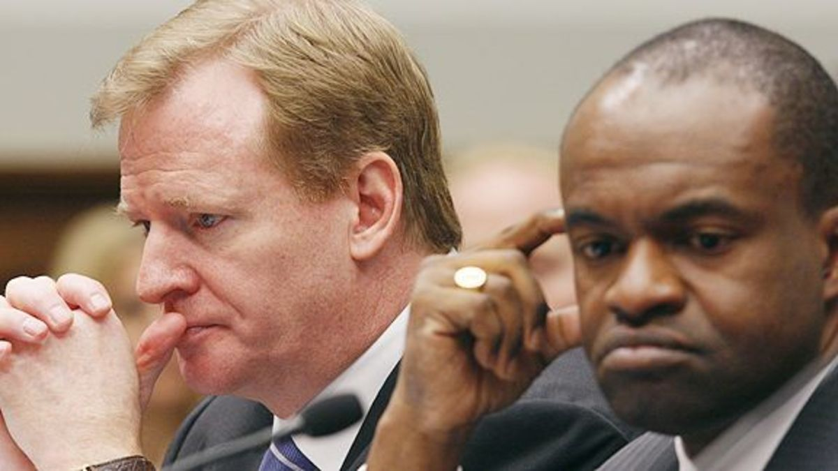Commissioner Roger Goodell and NFLPA President DeMaurice Smith in 2011.