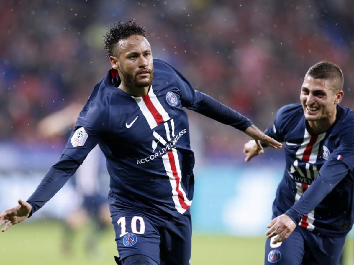 Neymar in action for PSG.