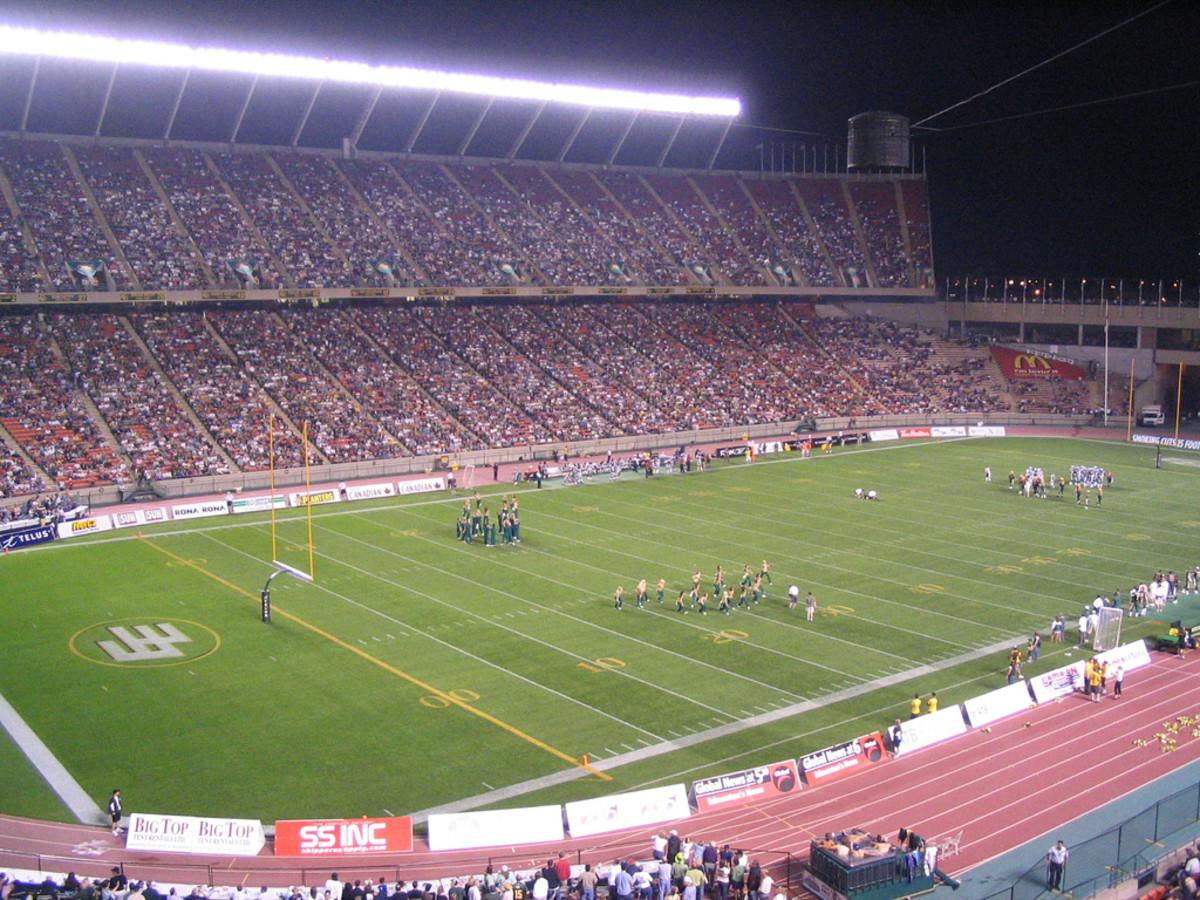 Cheerleaders at an Edmonton Eskimos-Montreal Alouettes game, Commonwealth Stadium, Edmonton, Alberta, Canada.