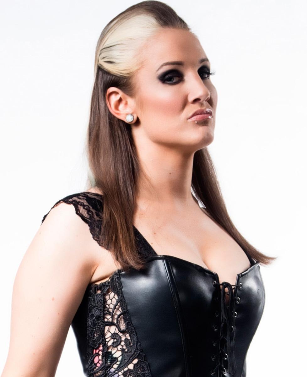 Sienna (Allysin Kay)