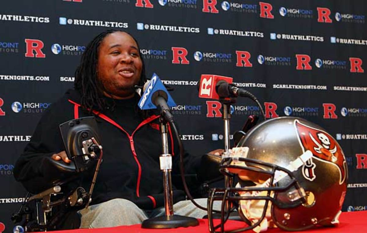 Tampa Bay Buccaneers sign Eric LeGrand