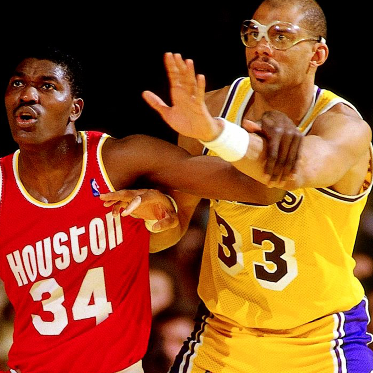 Kareem Abdul-jabbar asking for the ball.