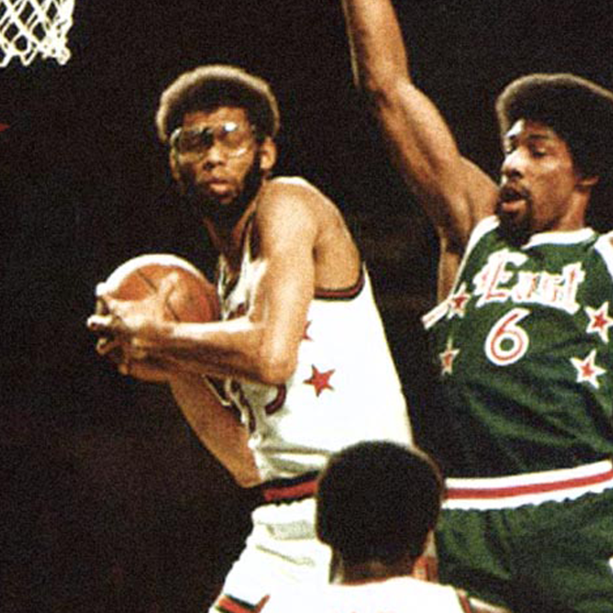 Kareem Abdul-jabbar showing his immense talent in rebounding.