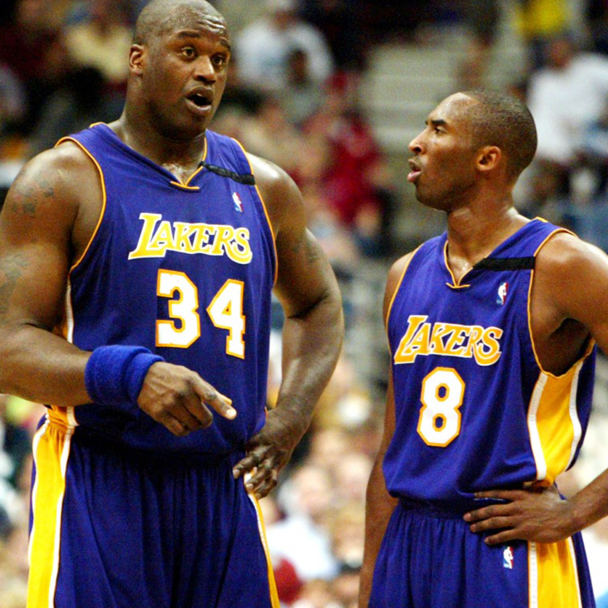 Shaquille O'neal talking with his partner Kobe Bryant.