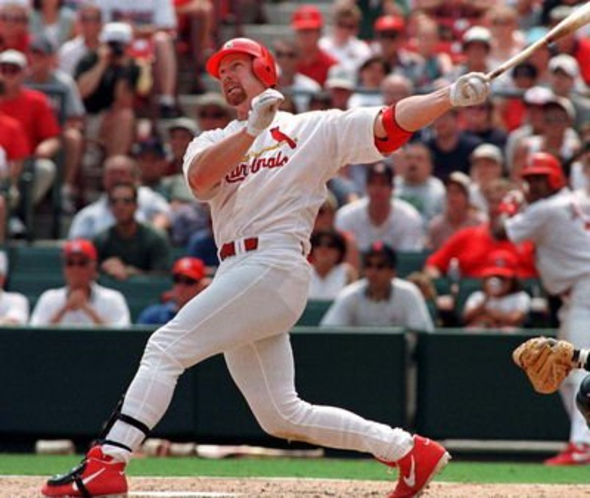 Mark McGwire had 4 consecutive seasons of hitting at least 50 home runs.
