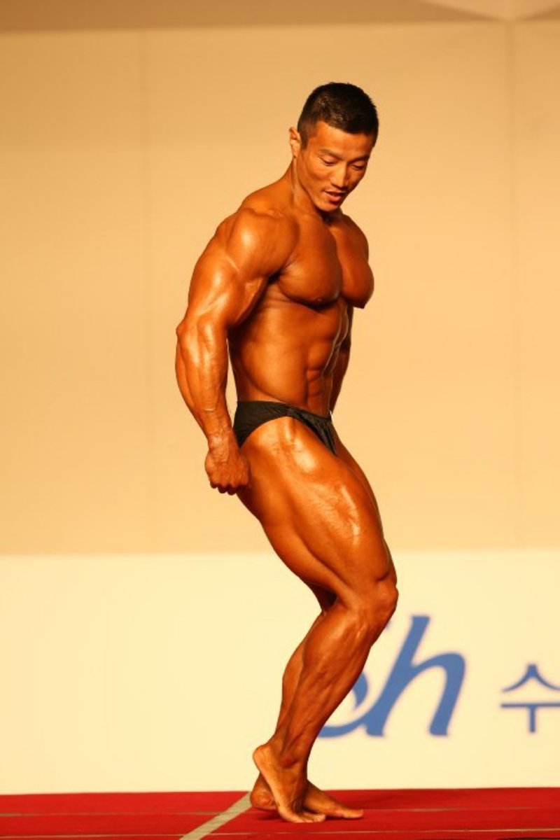 Kang doing a side tricep pose at the 2012 National Spring Sports Festival