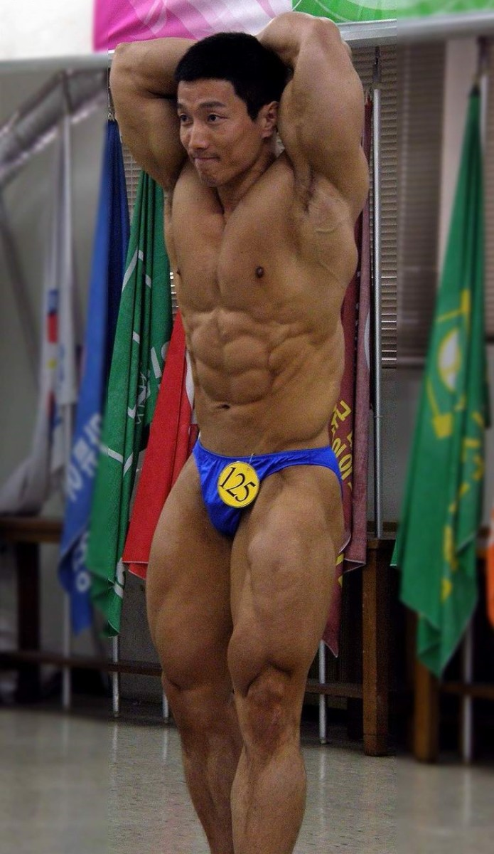 Korean bodybuilder Kang Kyung Won (강경원) at a competition in 2008