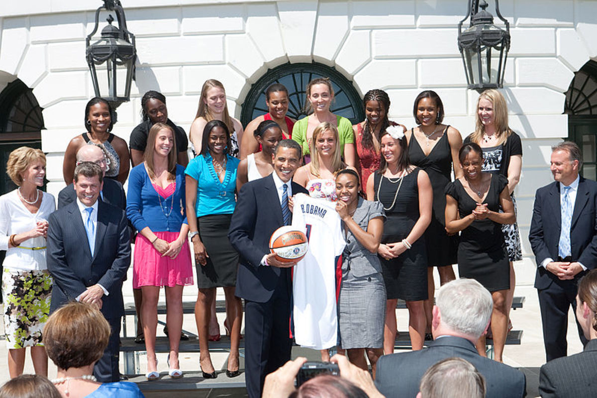 UCONN Women's Team after 2009 win